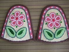 Inuit beaded slipper toppers by Jennifer Watkins Native Beadwork, Native American Beadwork, Beading Patterns, Crochet Patterns, Beading Ideas, Beaded Shoes, Beaded Moccasins, Seed Bead Earrings, Seed Beads