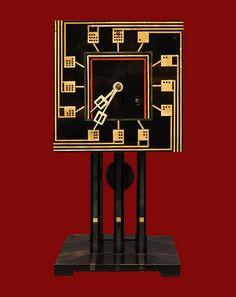 Charles Rennie Mackintosh (Glasgow)    Domino Clock  Horloge de table conçue par Charles Rennie Mackintosh  1917