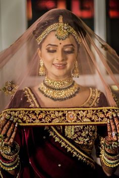 We are presenting for you various types of wedding veil styles (Ghunghat Styles) that you can don the day of your wedding. Indian Bridal Photos, Indian Bridal Makeup, Indian Bridal Fashion, Indian Wedding Couple Photography, Indian Wedding Bride, Wedding Veil, Gothic Wedding, Wedding Shoot, Indian Muslim Bride