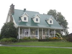 Maison canadienne on pinterest quebec family homes and champs - Maisons canadiennes ...