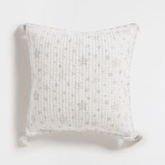 PRINTED COTTON QUILT AND CUSHION COVER WITH A BORDER DETAIL AND TASSELS
