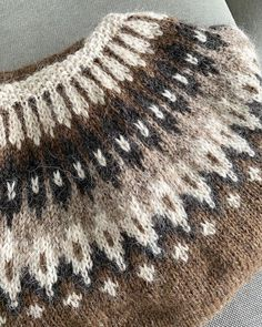 Icelandic Sweaters, Sweater Outfits, Jumpers, Old School, Knitting Patterns, Knit Crochet, Couture, My Favorite Things, Color
