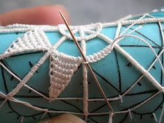 tutorial in TWO parts    http://merlettoadago.blogspot.com/2011/12/biglietti-dauguri-seconda-parte.html needle lace @Af's 1/4/13