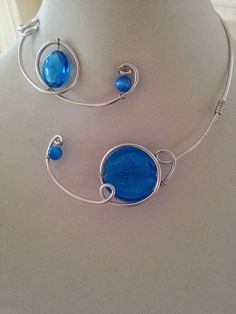 Alu wire swirls necklace  Blue modern par LesBijouxLibellule, $25.00