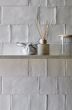 Design by Zara Home. Ceramic Tile Bathrooms, Textured Tiles Bathroom, Remodled Bathrooms, White Bathroom Tiles, Outdoor Bathrooms, White Bathrooms, Kitchen Wall Tiles, Outdoor Kitchens, Bathroom Wall