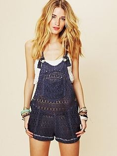 Overalls: | 23 Weird But Awesome Knitted Things so cool looking!
