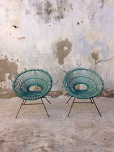 Design : Janine Abraham et Dirk Jan Rol.<br /> Epoque : Circa 1950.<br /> Bon état.<br /> Une boucle de rotin manquante.<br /> Lien en corde ancien sur le tour de l'un.