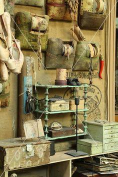 Image associée Vox Populi, Firewood, Light Bulb, Texture, Crafts, Inspiration, Auvergne, Artists, Tools
