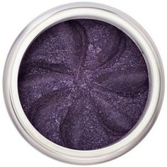 Le magnifique violet irisé Deep Purple sublimera tout particulièrement les yeux verts ou noisettes. Riches en pigments naturels, les Ombres à Paupières Minérales Lily Lolo offrent des couleurs vibrantes et une tenue irréprochable. Formule non-comédogène. 6,50€ #maquillage #mineral #lilylolo #fard #paupieres #naturel #violet www.officina-paris.fr