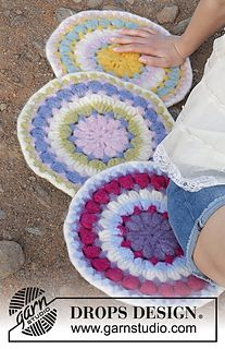 Circular Spring / DROPS - Felted sitting mats with stripes and lace pattern, worked in the round from the middle outwards. The piece is worked in DROPS Eskimo. Knitting Patterns Free, Free Knitting, Free Crochet, Crochet Patterns, Drops Design, Crochet Squares, Crochet Doilies, Crochet Pillow, Crochet Hooks