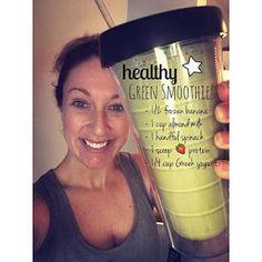 Easy Green Smoothie Easy Protein Shake Recipes // Shakeology Recipes // Perfect Fit Protein Recipes // Breakfast Ideas // 21 Day Fix Recipes