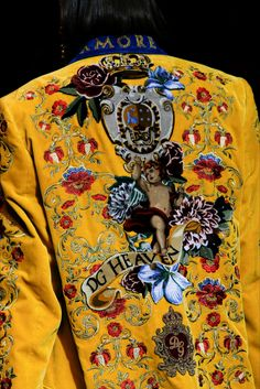 Take a look to Dolce & Gabbana Collections Fall Winter 2018-19collection: the fashion accessories and outfits seen on Milano runaways.