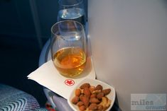 Welcome Drink: Johnnie Walker Black Label mit einer Nussmischung - Check more at https://www.miles-around.de/trip-reports/business-class/air-canada-business-class-im-airbus-a330-300-nach-toronto/,  #A330-300 #AirCanada #Airbus #BusinessClass #MUC #YYZ