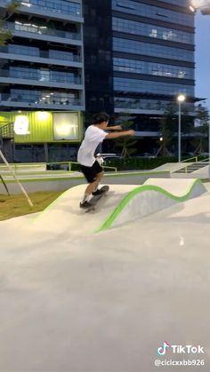 i would love to skate sooo muchhh nowww ! Cruiser Skateboard, Skateboard Deck Art, Skateboard Design, Skateboard Girl, Penny Skateboard, Skate Style Girl, Skate Boy, Skateboard Videos, Skate Photos