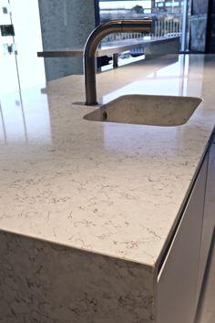 Let us introduce you to the star of this space: a #TopsOnTop Silestone Blanco Orion kitchen island! Bravo! #kitchen #kitcheninspo #interiordesign