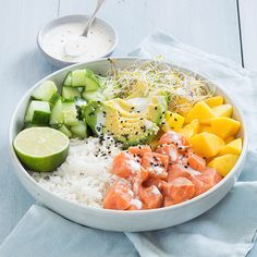 Poké bowl met zalm - Yummie - Home Healthy Cooking, Healthy Snacks, Healthy Eating, Healthy Recipes, Poke Bowl, Poke Sushi Bowl, Sports Food, Seafood Dinner, Looks Cool