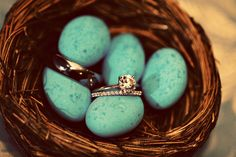 Love the way this photographer captured the rings! Perfect for an outdoor-themed wedding :)