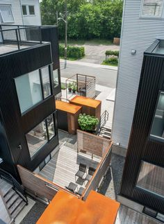 Modern Living Spaces // outdoor patio area // Colizza Bruni designed a jumble of homes clad in metal siding Modern Exterior, Interior Exterior, Compact House, Suburban House, Metal Siding, Design Awards, Urban Design, Outdoor Spaces, Interior Architecture