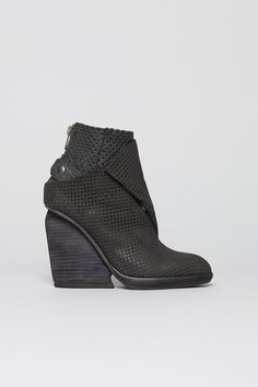 LD Tuttle x complexgeometries - The Veil Boot in Black