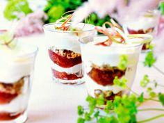 Vaniljparfait med rabarber i glas | Recept.nu