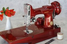 Vintage Singer sewing machine - this is one of the series. Sewing Hacks, Sewing Crafts, Featherweight Sewing Machine, Retro, Sewing Machine Accessories, Vintage Sewing Notions, Antique Sewing Machines, Red Candy, Sewing Rooms