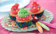 Find popular slumber party food to serve at your birthday slumber party, plus more ideas on how to have a successful slumber party. Find birthday party theme ideas and best birthday gift suggestions for babies and kids. Slumber Party Foods, Slumber Party Decorations, Pajama Birthday Parties, Slumber Parties, 5th Birthday, Birthday Ideas, Cakepops, Reception Food, Colorful Cakes