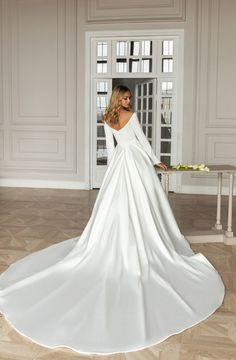Dimilia Elegant Wedding Dress, Bridal Wedding Dresses, Dream Wedding Dresses, Bridal Style, Dresses For Winter Wedding, Christmas Wedding Dresses, Wedding Jumpsuit, Bride Look, Dress Wedding