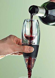 Un aereador portátil de Venturi para vino tinto – via tips.by