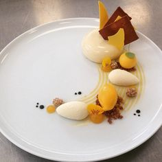 @Tomvanwoerkum brings the A-game once again! Tonka, verveine mousse, passionfruit/ginger creme & mango sorbet. Beautiful! #gastroart