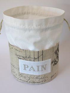 Sac à pain en lin et toile à drap ancien.  Brodé main. Vintage feel fabric printed bread sack.