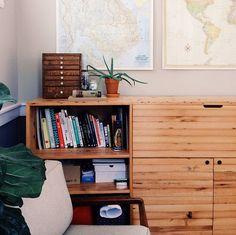 aparador em madeira + mapas #decor #detalhes