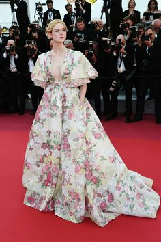 """Elle Fanning attends the screening of """"Les Miserables"""" during the annual Cannes Film Festival on May 2019 in Cannes, France.Elle Fanning Photos Photos: 'Les Miserables' Red Carpet - The Annual Cannes Film FestivalKatelin katelinwight Fa Valentino Gowns, Valentino Couture, Bad Fashion, Fashion Week, Classic Fashion, Fashion Today, Elle Fanning, Giorgio Armani, Jimmy Choo"""