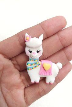 Llama Alpaca, Pasta Flexible, Polymer Clay Charms, Cute Diys, Cold Porcelain, Clay Crafts, Llamas, Kawaii, Christmas Ornaments