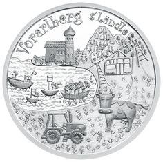 """Das """"Ländle"""" ist immer eine Reise wert. Berühmte Skigebiete locken im Winter, der wunderschöne Bodensee im Sommer. Vorarlberg ist außerdem reich an gelebten Traditionen. Kostbare Trachten, wie die ornamentreiche Bodensee-Radhaube, als immaterielles Kulturerbe auf der Münze zu sehen, zeugen davon. Als einzigartiges Geschenk für alle, die Vorarlberg lieben, erhält man mit dieser kunstvoll gestalteten 10-Euro-Münze unser westlichstes Bundesland als glänzendes Kunstwerk in Münzform."""