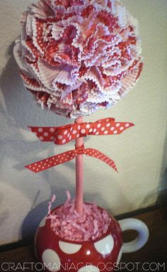 Adorable cupcake liner topiary #craft; perfect for #ValentinesDay or #Easter!