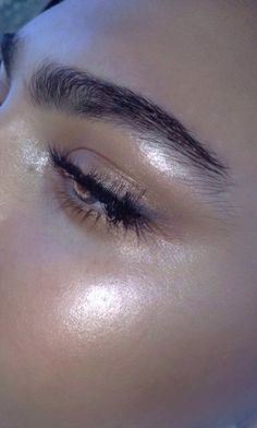 Golden glow and natural brow