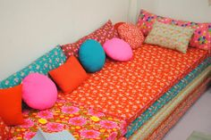 Lean and Green Frugal Living: Cute Idea for Kids' Playroom- Foam Mat Couch Childrens Beds, Extra Rooms, Kids Bedroom, Bunt, Playroom, Diy Furniture, Living Room Decor, Family Room, Couch