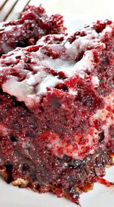 Red Velvet Earthquake Cake Recipe ~ It is phenomenal!You can find Yummy cakes and more on our website. Red Velvet Earthquake Cake Recipe ~ It is phenomenal! Just Desserts, Dessert Recipes, Desserts Caramel, Cake Mix Desserts, Box Cake Recipes, Cheesecake Desserts, Raspberry Cheesecake, Baking Desserts, Dessert Bars