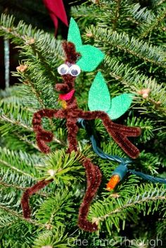 stick man Stickman in the Christmas Tree - based on the character of the same name in Julia Donaldson and Axel Scheffler's picture book. Christmas Tree Base, Christmas Books, Christmas Crafts For Kids, Christmas Projects, Xmas, Stickman Julia Donaldson, Infant Lesson Plans, Eyfs Activities, Stick Man