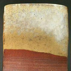 Category: Glaze, Shino, Author: Clara Giorello, Notes: El grosor de la capa de esmalte importa mucho. Capa delgada: amarillento. Capa gruesa: manchas blanquecinas.