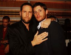 Jensen Ackles with Michael Rosenbaum (and if that's not Chad Michael Murray in the background, it's his twin)