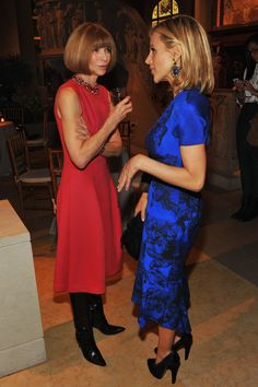 Anna Wintour Photos - Anna Wintour and Tory Burch attend HBO's In Vogue: The Editor's Eye screening at Metropolitan Museum of Art on December 2012 in New York City. - HBO's In Vogue: The Editor's Eye Screening At The Met Vogue, Anna Wintour Style, Tory Burch, Diana Vreeland, Skirts With Boots, Little Red Dress, Giovanna Battaglia, Fashion Over 40, Fashion Editor