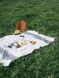 화창한 봄날은 기분이 좋지요.  데굴 데굴하는 것도 좋고, 많이 먹는 것도 좋고, 많이 노는 것도 좋다.  피크닉에는 다양한 방법으로 즐길 수 있습니다.  꼭 소풍에서 봄을 찾아 가서보십시오.