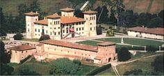 Die Villa Medici von Camugliano, auch Villa Niccolini, ist eine Medici-Villa östlich von Ponsacco in der Provinz Pisa. Alessandro de' Medici, der erste Herzog der Toskana, entschied sich, auch aus strategischen Gründen, zu Sicherung des Zugangs nach Pisa und zum Meer, hier einen groß angelegten Landsitz zu erbauen.