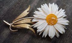 Vintage Krementz Carved White Flower with Yellow Center Brooch #Krementz