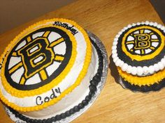 Boston Bruins - Cakes are marble covered in buttercream with a FBCT of the Boston Bruins logo.