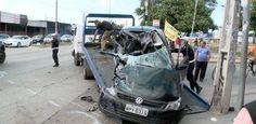IPSEP // Policial militar morre em acidente na Avenida Recife - Um policial militar morreu num acidente de carro na manhã desta sexta-feira (7), num cruzamento da Avenida Recife, no Ipsep. Segundo testemunhas, a condutora do carro onde estava o militar, Cassandra Lima, teria furado um sinal vermelho, chocando-se com um ônibus. Lenildo Souza da Costa, 36 anos, morreu na hora.    No veículo, foram encontrados um copo de vidro e uma garrafa de whisky. Cassandra não corre risco de morte. Ela…