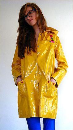 Vinyl Raincoat, Raincoat Jacket, Plastic Raincoat, Yellow Raincoat, Plastic Pants, Imper Pvc, Rainy Day Fashion, Yellow Coat, Langer Mantel