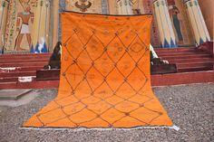 tapis jaune marocain, tapis en laine, tapis berbère, tapis livraison gratuite jaune by timitar on Etsy Morrocan Rug, Moroccan Berber Rug, Yellow Rug, Orange Rugs, Berber Carpet, Woven Rug, Etsy, Atlas Mountains, Handmade Rugs