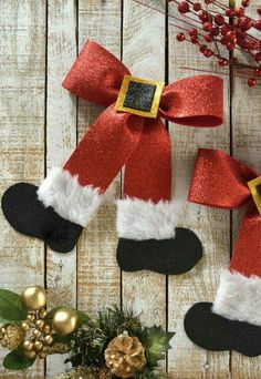 How to Make a Santa Moño This is a fun way to decorate your tree, santa these simple bows can do with the help of your children and have a good time with them.